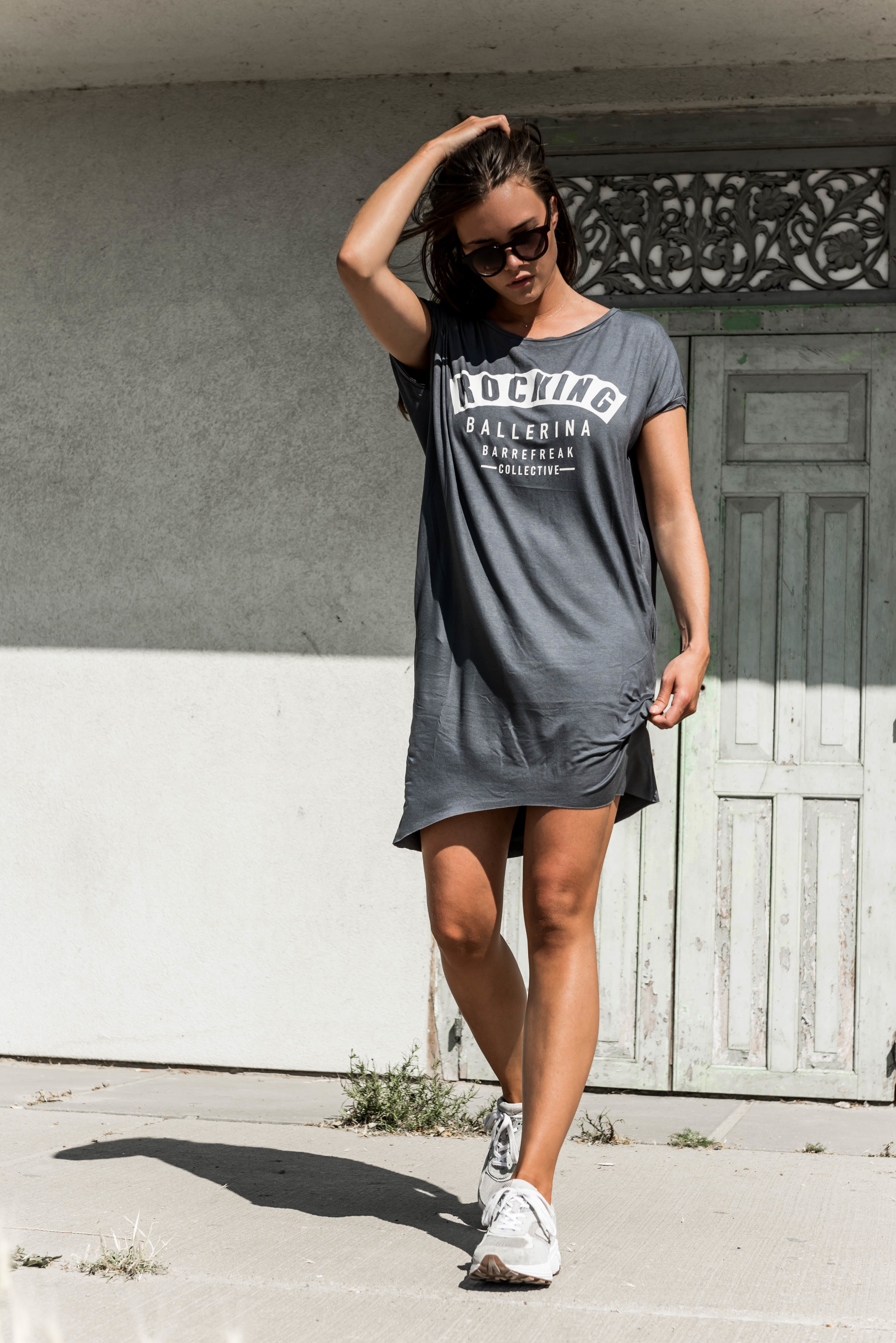 GREY T'SHIRT-DRESS ROCKING BALLERINA